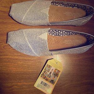 Women's Size 7 silver glitter Toms